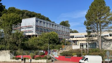Blick von der Talseite - Hauptzugang Überwaldgymnasium